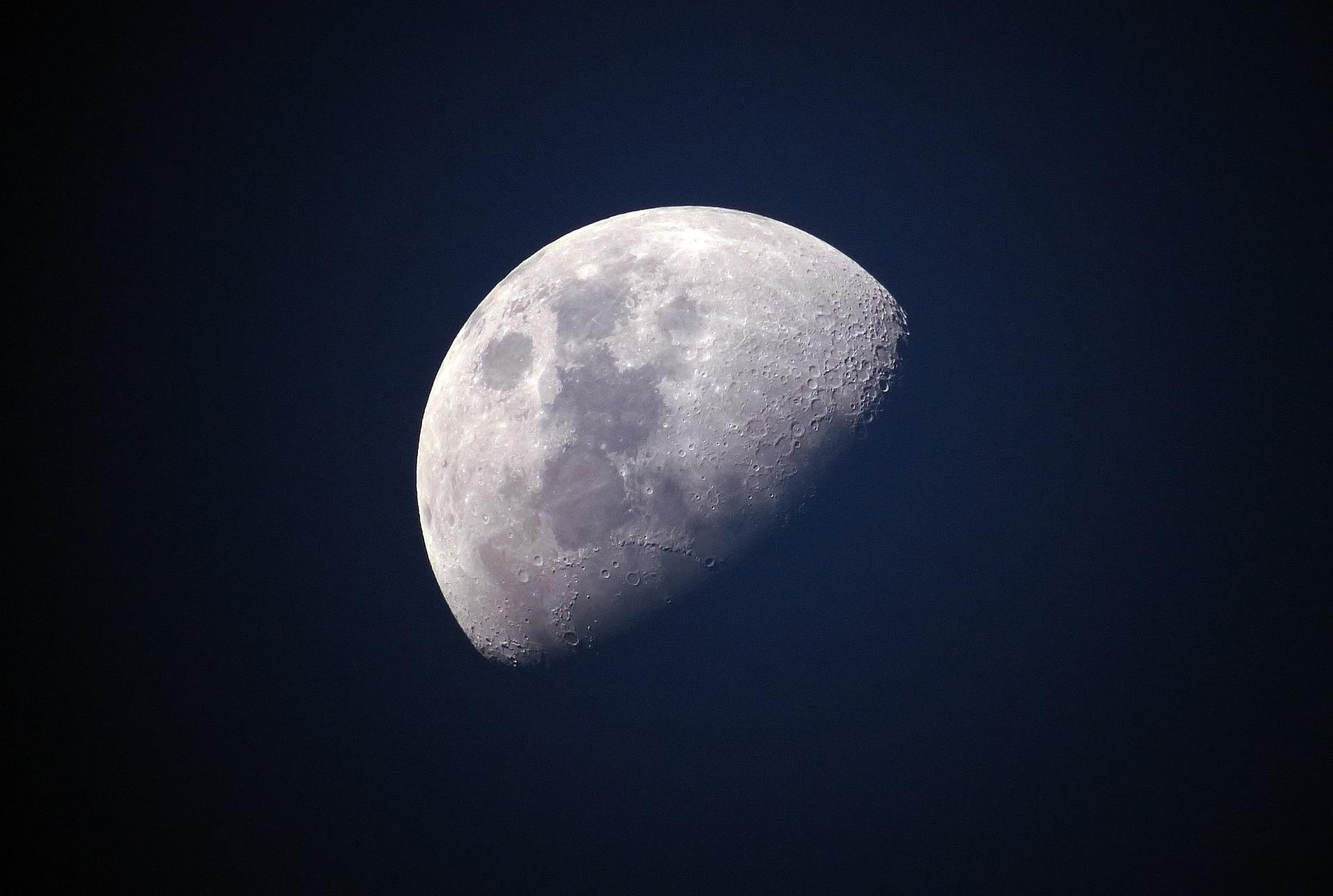 Bilim insanları Ay'ın aslında 100 milyon yıl daha yaşlı olduğunu açıkladı
